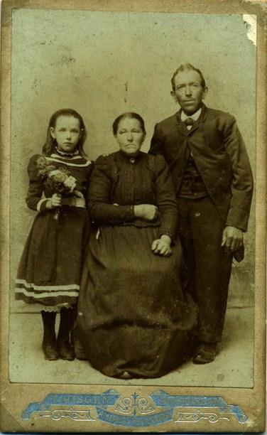 maas-brandsema-1835-1903-geertruida-johanna-van-velthooven-1854-1914-en-aafje-van-norden-1891-1969-kopie