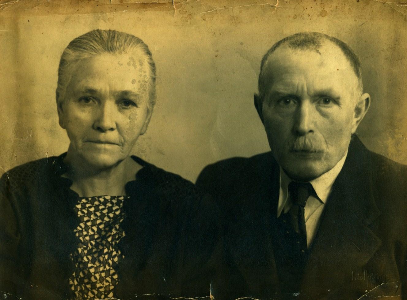 elisabeth-drenth-1879-1951-en-harmans-schepers-1882-1963-foto-30-4-1948-kopie