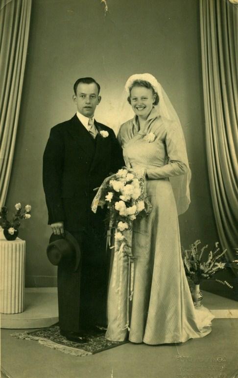 trouwfoto-hendrik-voorintholt-en-fennechiena-brandiena-brandsema-8-6-1953-kopie