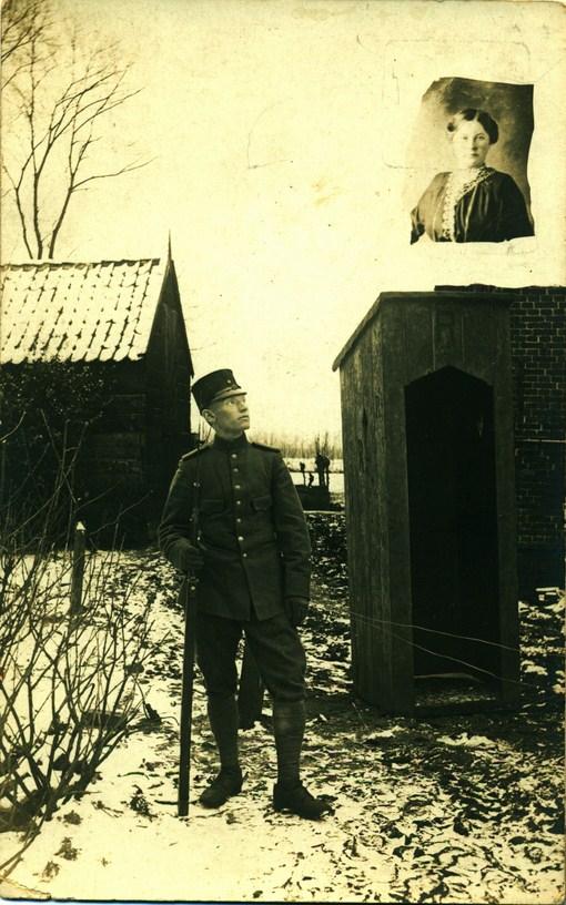 nanno-jakob-als-soldaat-met-rechts-alberdina-kopie