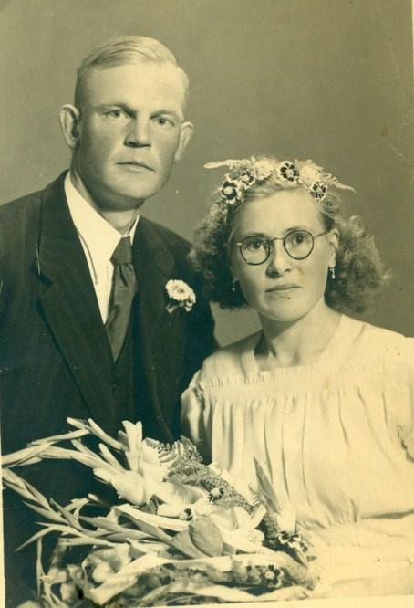 trouwfoto-daniel-wind-1913-1987-en-grietje-roossien-datum-foto-9-8-1947-kopie